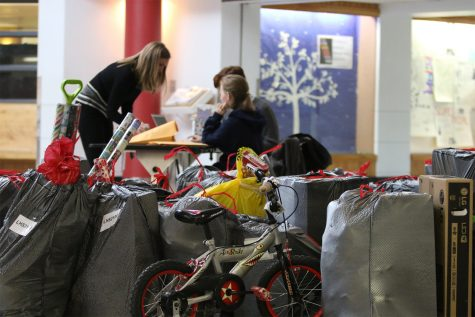PHOTOS: Students feel the holiday spirit
