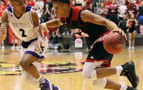 HALFTIME REPORT: Lions trail Huskies in state championship finals 43-25