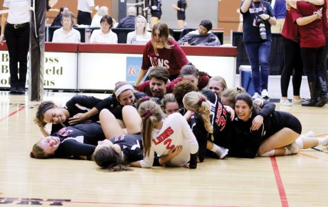 Volleyball wins 6A state title led by seniors