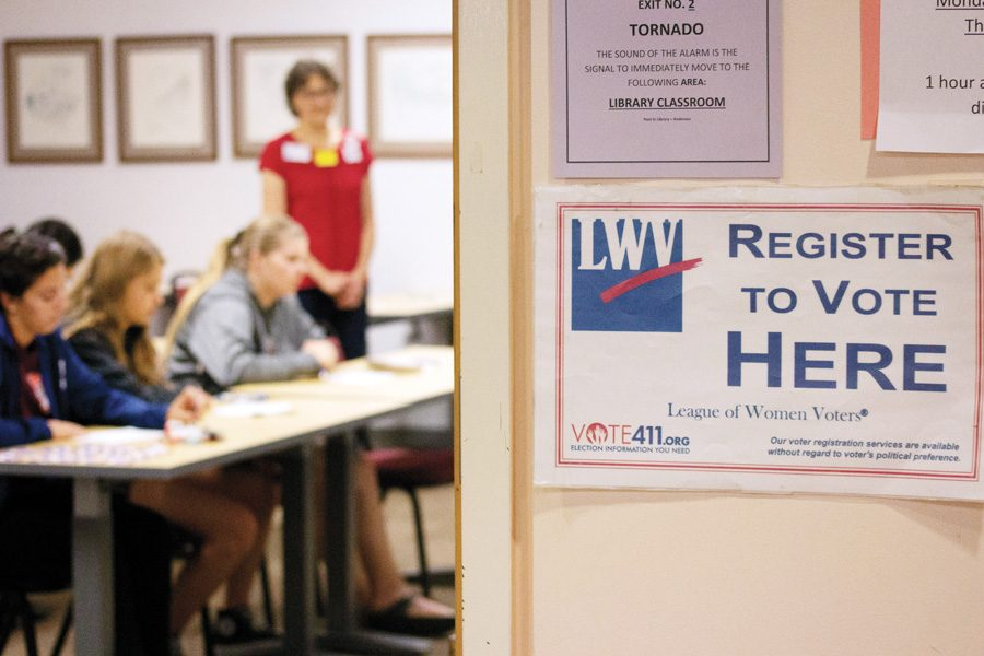 LHS Students register to vote with the League of Women Voters on Sept. 21.