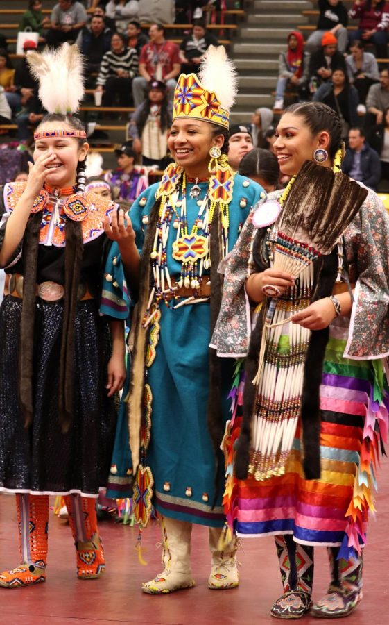Native+American+students+participate+in+powwow