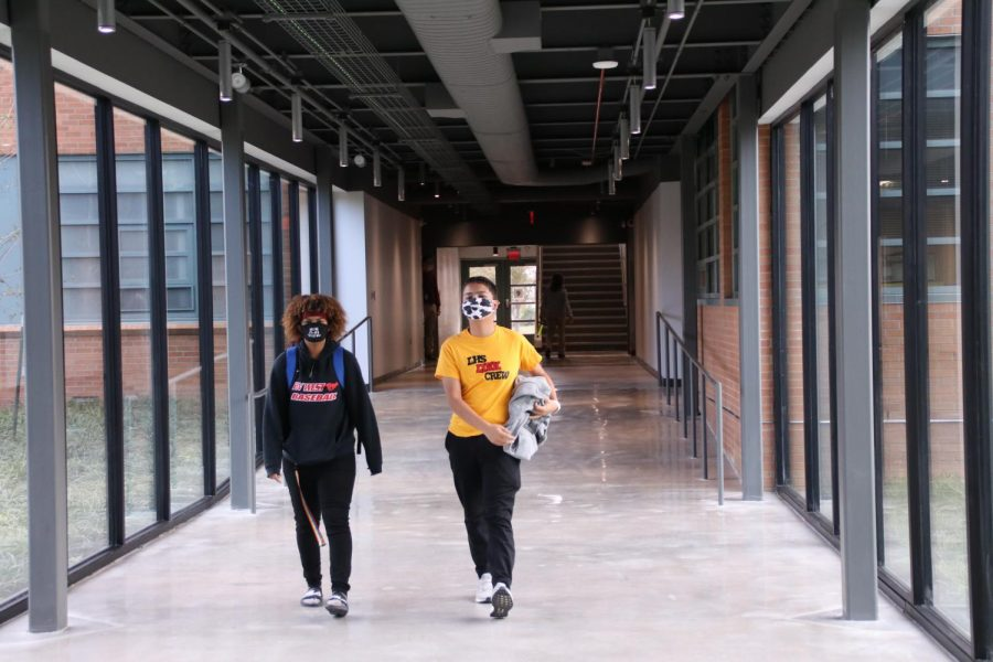 Link Crew member Kirk Johnson (right) helps a student find their way through the building on Thursday, Oct. 29. Link Crew members served as first day guides as new students attended in-person classes for the first time.