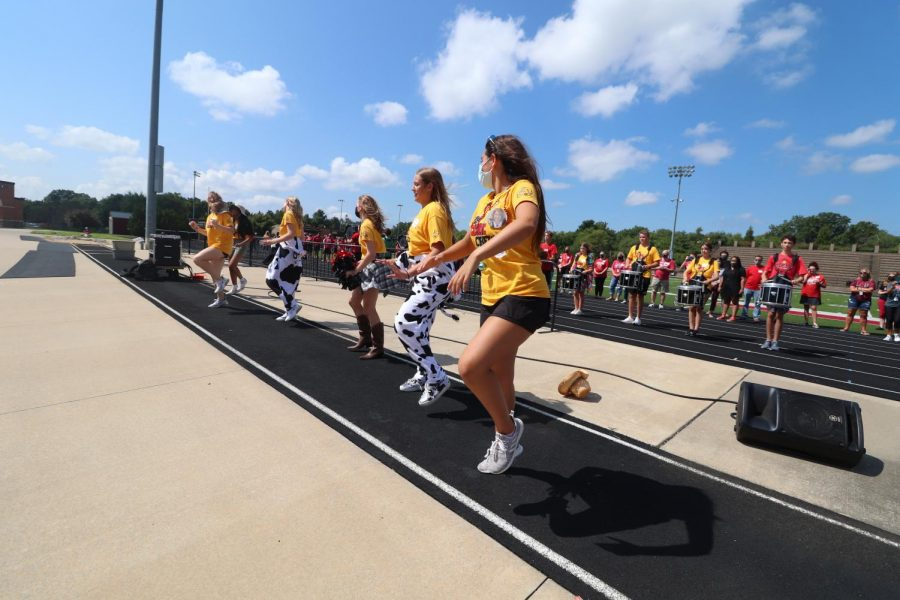 Link Crew members dance to a performance by the LHS drum line.